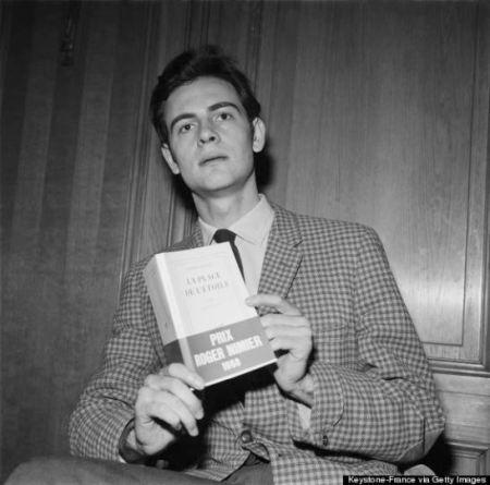 Patrick Modiano 1968 május 20-án, La Place de l'Étoile című első regényével, amiért Roger Nimier-díjat (és Fénéon-díjat is) kapott via Getty Images
